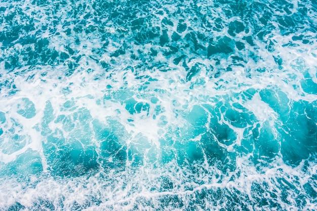 Hermosa superficie de olas de agua de mar y océano Foto gratis