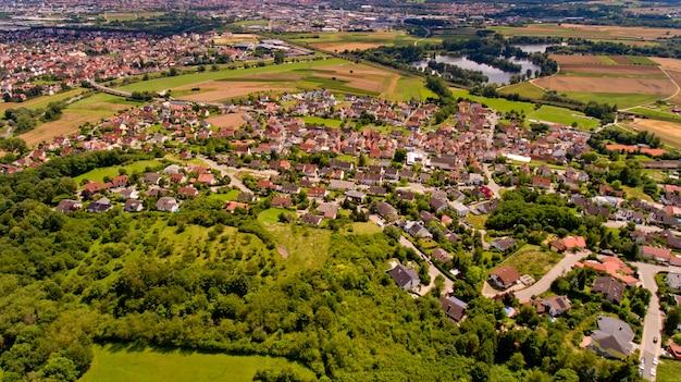 Hermosa vista del memmelsdorf. vista aérea. Foto Premium
