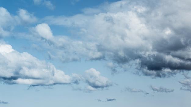 Hermosas nubes Foto gratis