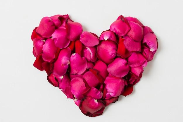 Hermosas rosas en forma de corazón Foto gratis