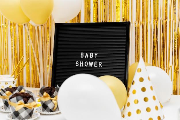 Hermoso concepto de baby shower con espacio de copia Foto gratis