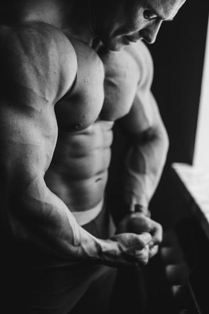 Hermoso hombros apuesto ejercicio adulto Foto gratis