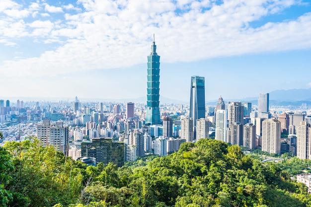 Hermoso paisaje y paisaje urbano de taipei 101 edificio y arquitectura en la ciudad Foto gratis
