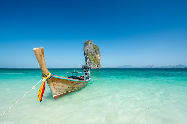 Hermoso paisaje de playa en tailandia Foto Premium