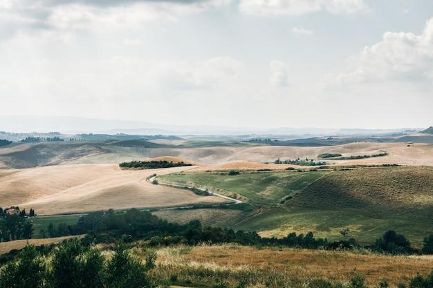 Hermoso paisaje de verano de la toscana verde, italia Foto gratis