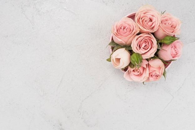 Hermoso ramo primaveral de rosas rosadas Foto gratis