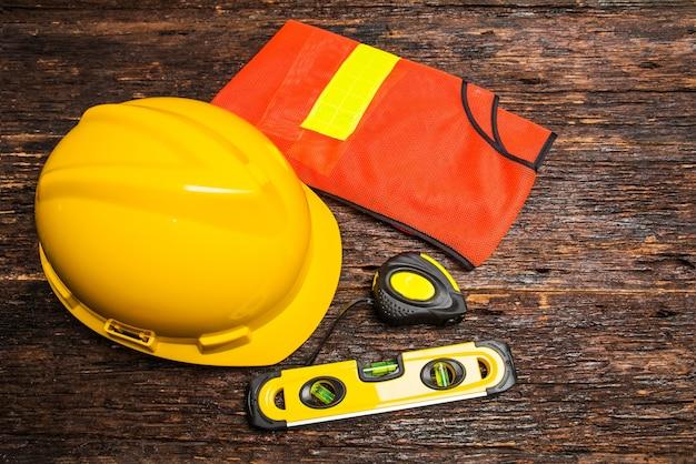 c4bb091fd Herramientas de construcción o equipo de seguridad con casco ...