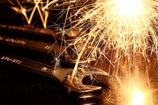 Herramientas de llaves de acero Foto gratis