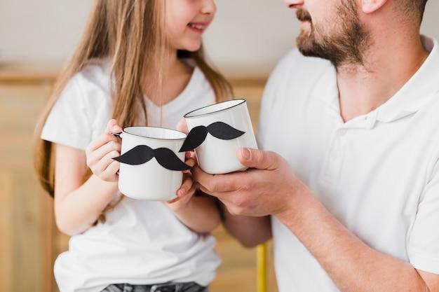 Hija y papá el día del padre Foto gratis