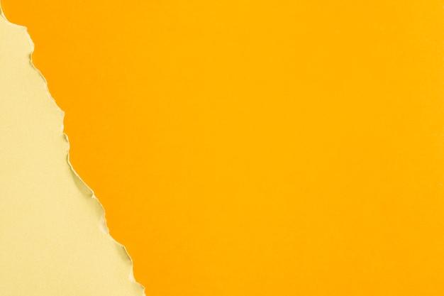 Hojas de cartón en tonos amarillos con espacio de copia. Foto gratis