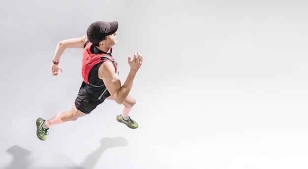 Hombre de alto ángulo corriendo Foto Premium