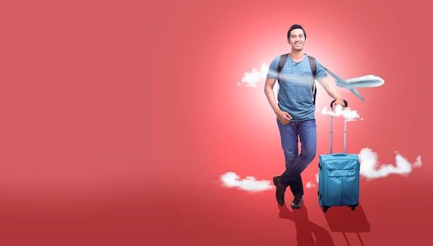Hombre asiático con maleta y mochila va viajando con fondo de avión Foto Premium