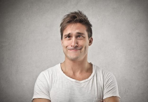 Hombre bizco gracioso Foto Premium