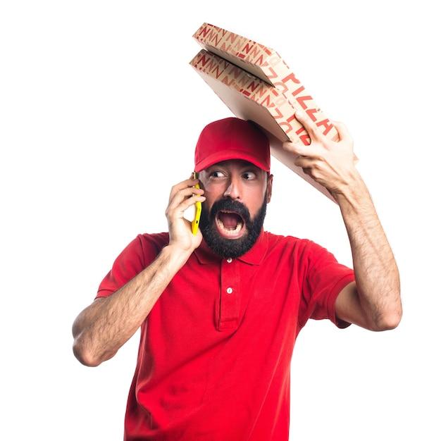 Hombre de la entrega de pizza hablando con el móvil   Descargar ...