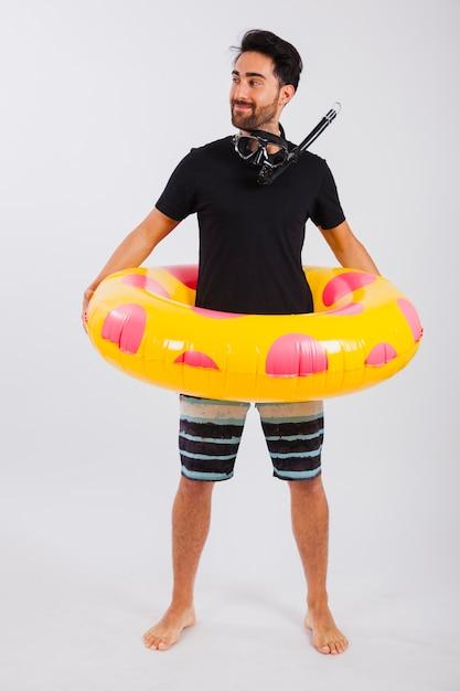 Hombre en ropa de verano con flotador y esnórquel | Descargar Fotos ...