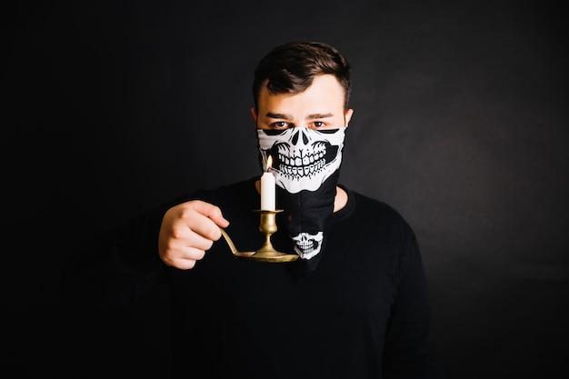 Hombre esqueleto mscara posar vela Descargar Fotos gratis