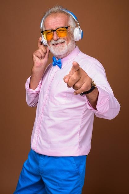 Hombre guapo senior con ropa elegante Foto Premium
