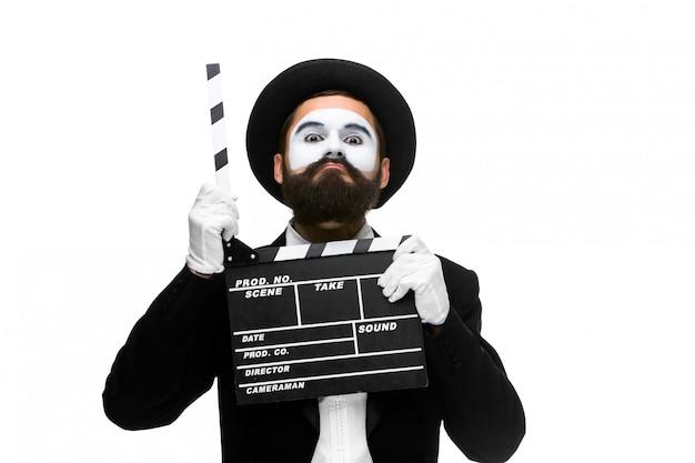 Hombre en la imagen mimo con tablero de película Foto gratis