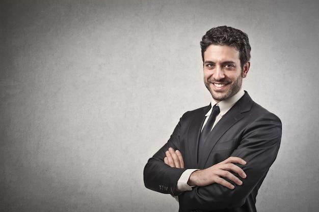 Hombre de negocios confidente feliz Foto Premium