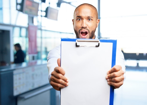 Hombre de negocios negro expresión de sorpresa Foto gratis