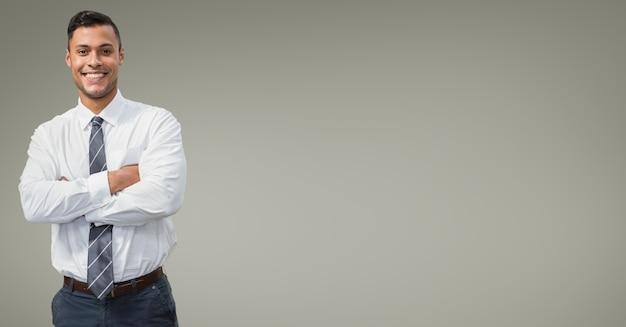 Hombre de pelo negro gestor inteligente de envío Foto gratis