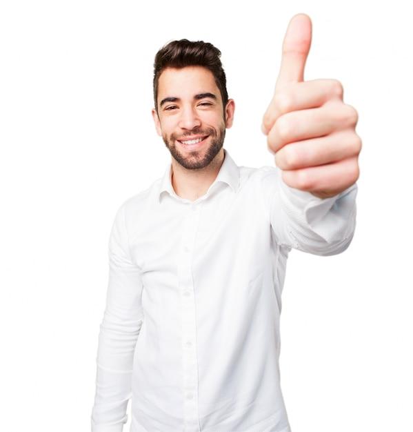 Hombre con pulgar arriba Foto gratis