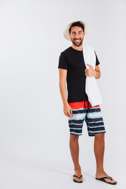 Hombre En Ropa De Playa Mirando Por Encima Del Hombro Foto Gratis