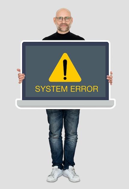 Hombre sosteniendo una laptop con un error del sistema Foto gratis