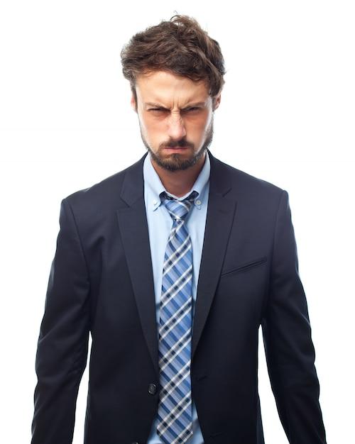 Hombre con traje con cara de enfado  0cd5a60f9a3e