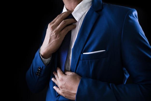 Hombre en traje de negocios 6c834af858e