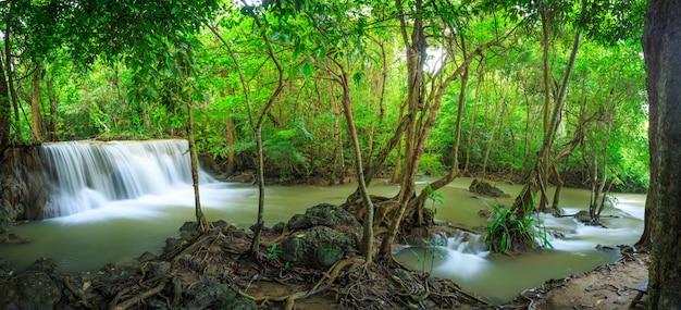 Huay mae kamin cascada en khuean srinagarindra national park Foto Premium