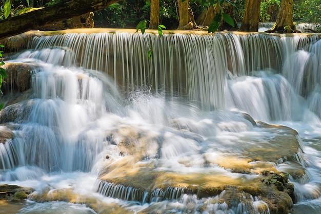 Huay mae khamin cascada Foto Premium