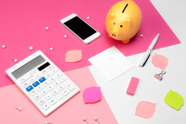 Hucha y calculadora Foto Premium