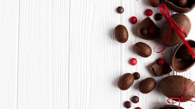 Huevos y dulces de chocolate Foto gratis