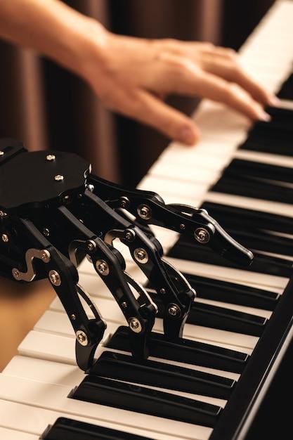 Humano con prótesis de mano neural tocando el piano Foto Premium