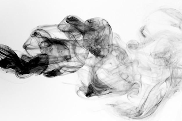 Humo tóxico movimiento sobre un fondo blanco. Foto Premium