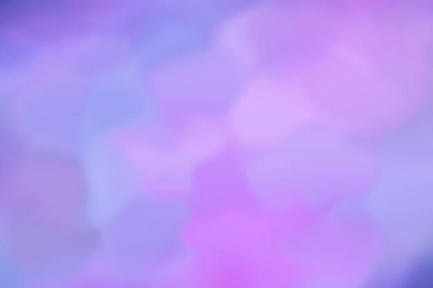 La imagen de bstract resplandece de diferentes colores de azul a rosa a lila. patrón de fondo desenfocado. ultramarino combinado con luz de neón. estilo retro de los 80 Foto Premium