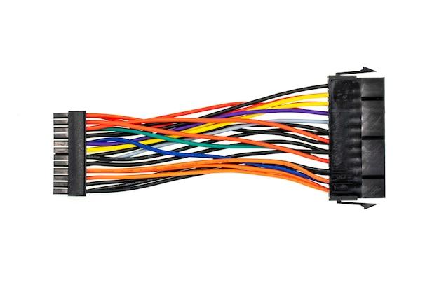 Imagen de conectar cables a una computadora aislada en blanco Foto Premium