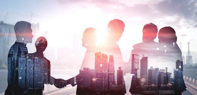 Imagen de doble exposición de muchas personas de negocios. Foto Premium