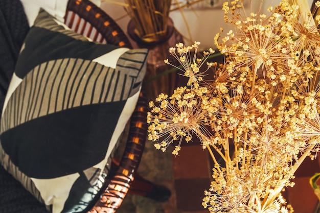 Imagen recortada de ramas decorativas de plantas secas Foto Premium