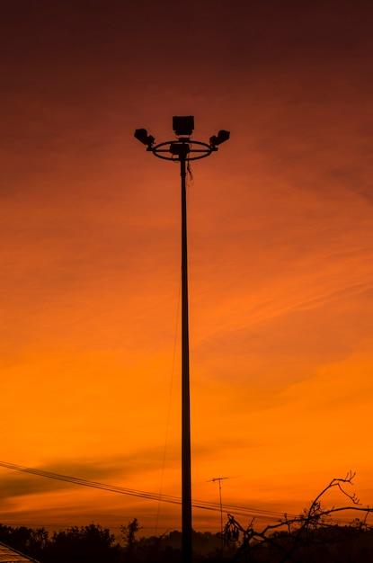 Imagen de la silueta de la salida del sol en el techo Foto Premium