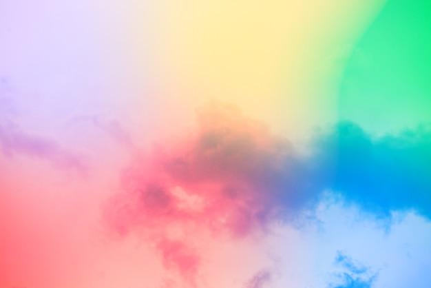 Increíble cielo de arte hermoso con nubes de colores Foto gratis