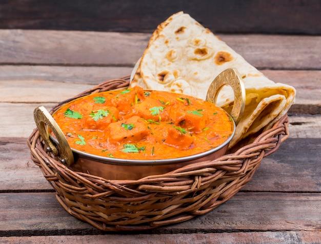 Indian delicious cuisine paneer tikka masala Foto Premium
