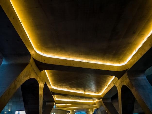 Industria de diseño de arquitectura con moderna forma de curva enterior. Foto Premium