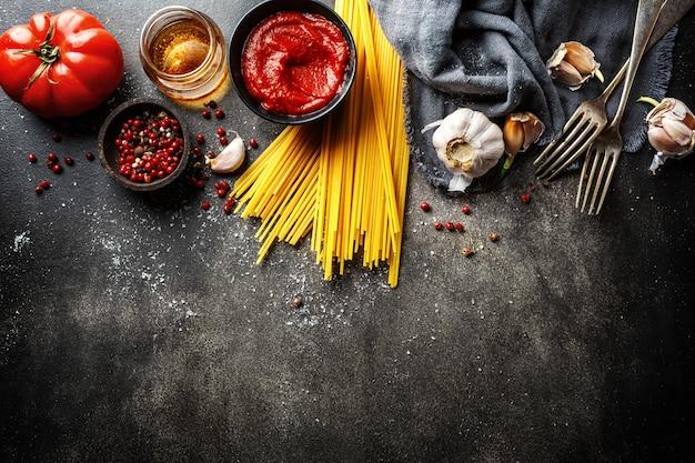 Ingredientes para cocinar cocina italiana Foto Premium