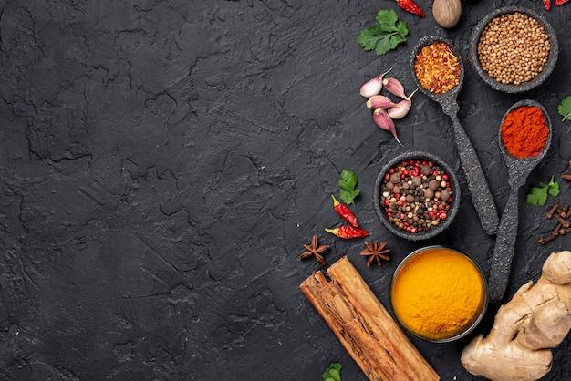 Los ingredientes de comida asiática laicos planos se mezclan con espacio de copia Foto gratis