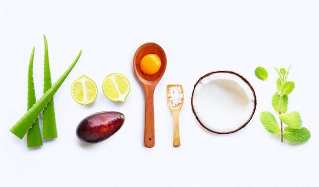Ingredientes naturales para el cuidado casero de la piel. Foto Premium