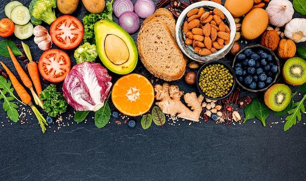 Ingredientes para la selección de alimentos saludables. Foto Premium