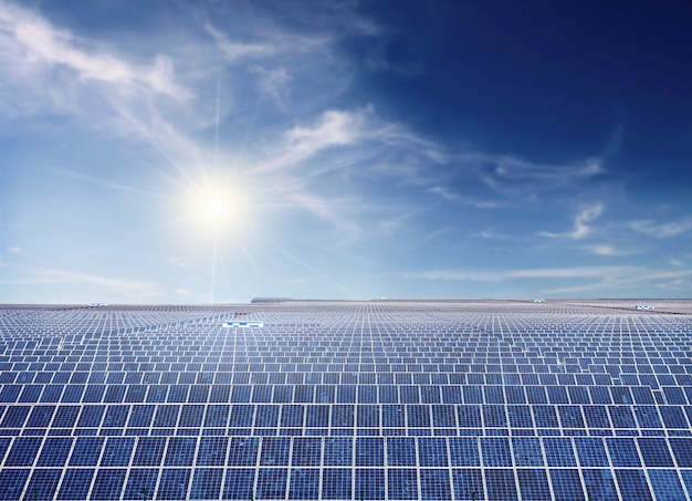 Instalación fotovoltaica industrial. Foto Premium
