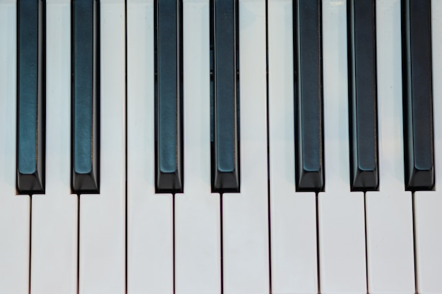 Instrumento musical de piano. vista superior de llaves. Foto Premium